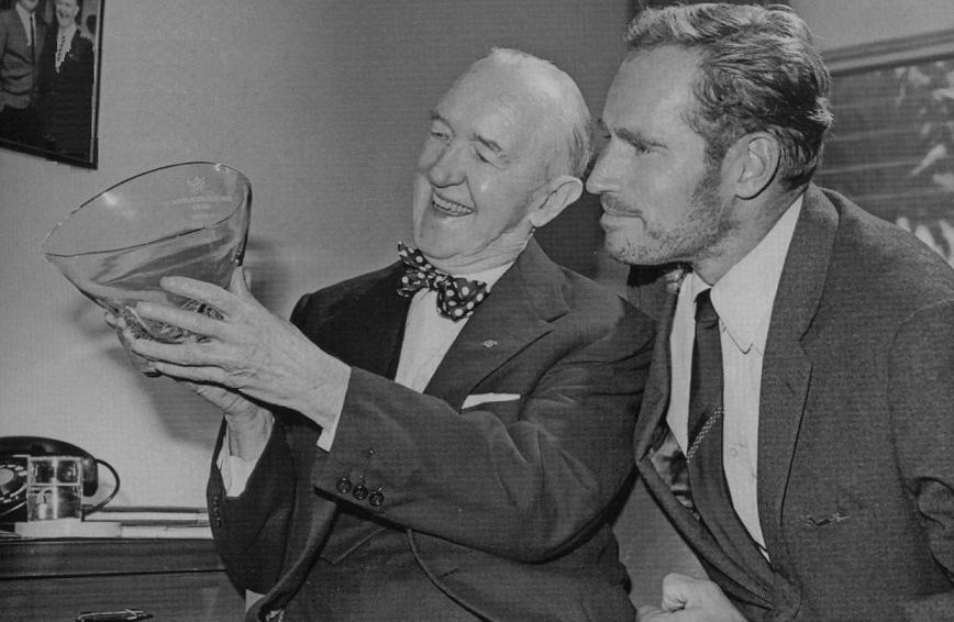 stan laurel en charlton heston 1963